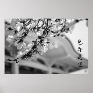 As flores brancas todas de templo budista são a pôster