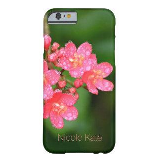 As flores cor-de-rosa com água deixam cair o capa barely there para iPhone 6