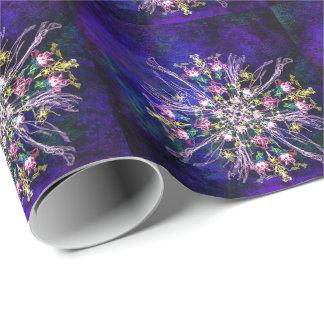 As flores de seda delicadas abstratas telharam o papel de presente