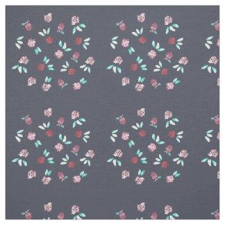 As flores do trevo pentearam o tecido de algodão