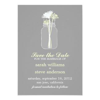 As flores no casamento do frasco de pedreiro do convites personalizado