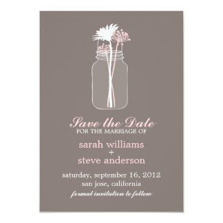 As flores no casamento do frasco de pedreiro do convite personalizados
