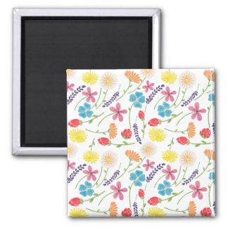 As flores pequenas coloridas doces ímã quadrado