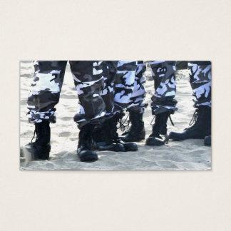 As forças armadas carreg cartões de visitas