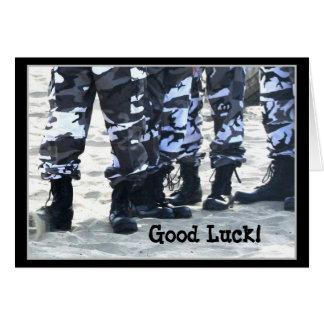 As forças armadas da boa sorte carreg o cartão