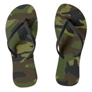 As forças armadas verdes de Camo camuflam chinelos