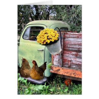 As galinhas e velhos pegaram o caminhão cartão comemorativo