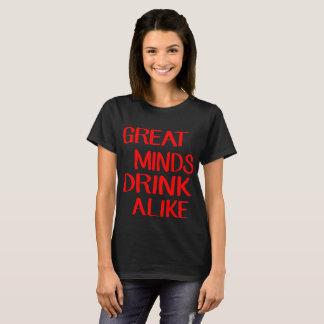 As grandes mentes bebem igualmente camiseta