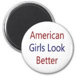 As meninas americanas olham melhor imas de geladeira