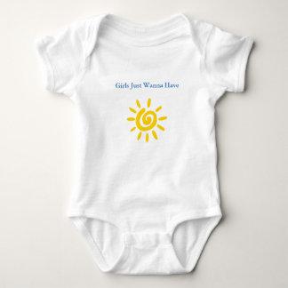 As meninas bonitos da roupa do bebê apenas querem body para bebê
