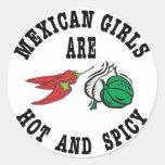 As meninas mexicanas são quentes & picantes adesivo redondo