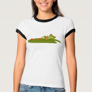 As mulheres de modelagem do sapo (sapo de árvore) tshirts