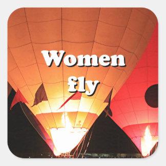 As mulheres voam: balão de ar quente 2 adesivo quadrado