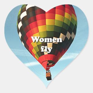 As mulheres voam: balão de ar quente adesivo coração