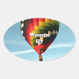 As mulheres voam: balão de ar quente adesivo oval