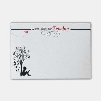 As notas pegajosas de um professor post-it notes