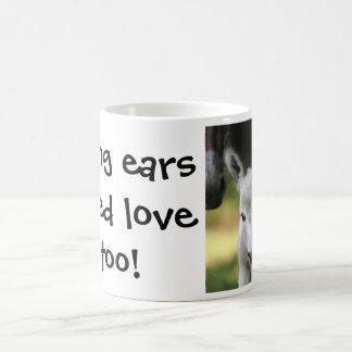 As orelhas longas precisam o amor demasiado! caneca de café
