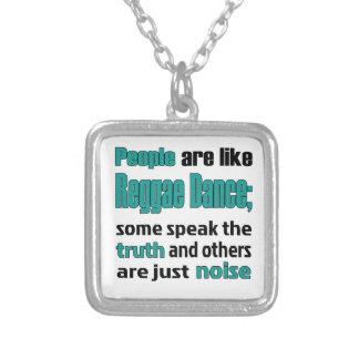 As pessoas são como a dança da reggae colar banhado a prata
