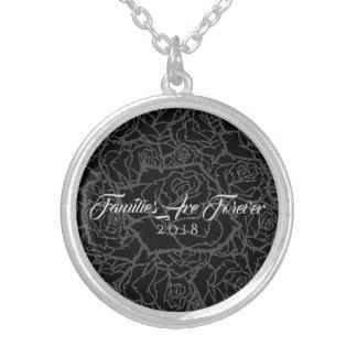As Rosa-Famílias pretas & de prata da colar são