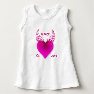 Asas do vestido sem mangas do bebê do amor
