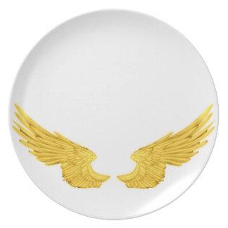 Asas douradas do anjo de Falln Prato De Festa