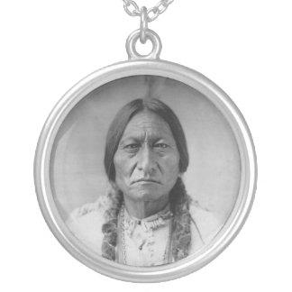 Assento americano Bull do chefe indiano de Lakota Colar Banhado A Prata