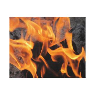 Assento pelas canvas esticadas fogo do crepitação