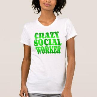 Assistente social louco no verde t-shirts