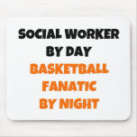 Assistente social pelo fanático do basquetebol do  mousepads