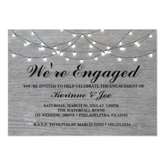 Assoalho de madeira cinzento do convite do noivado