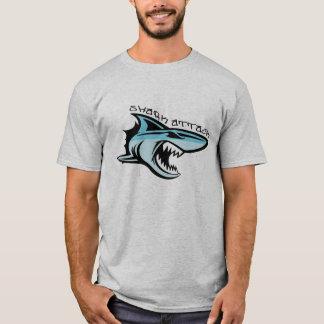 ataque do tubarão tshirt