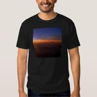 Atmosfera do roxo do por do sol tshirts