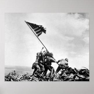 Aumentando a bandeira em Iwo Jima -- WW2 Impressão
