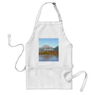 Avental Alaska: montanhas, floresta e rio, EUA