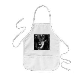 Avental Infantil Um Dachshund diminuto preto e branco