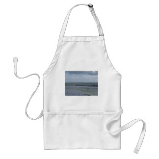 Avental Litoral da praia com os veleiros no horizonte