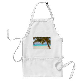 Avental Palmeira verde na praia durante o dia