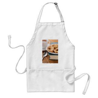 Avental Placa branca com os biscoitos no livro velho