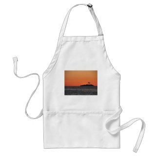 Avental Por do sol bonito do mar com silhueta da ilha