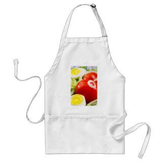 Avental Tomates e ovos cozidos de cereja em uma salada