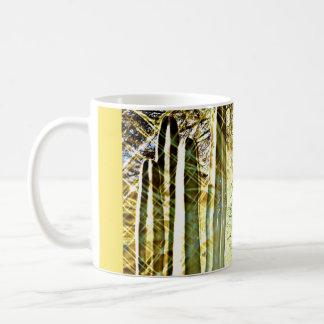 Aves canoras na caneca de café do cacto da