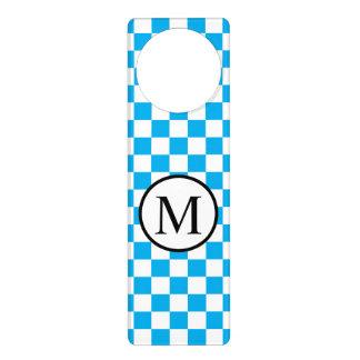 Aviso De Porta Monograma simples com tabuleiro de damas azul
