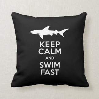 Aviso engraçado do tubarão - mantenha a calma e almofada