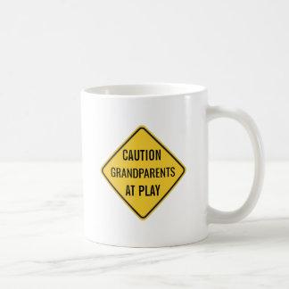 Avós no jogo engraçado caneca de café