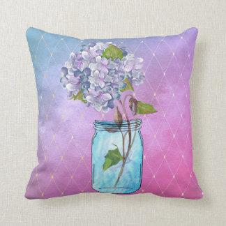 Azul ao Hydrangea entrelaçado violeta no frasco Almofada
