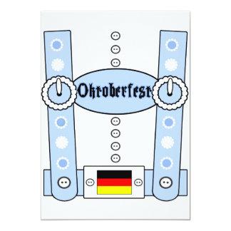 Azul engraçado dos Lederhosen de Oktoberfest Convite 12.7 X 17.78cm