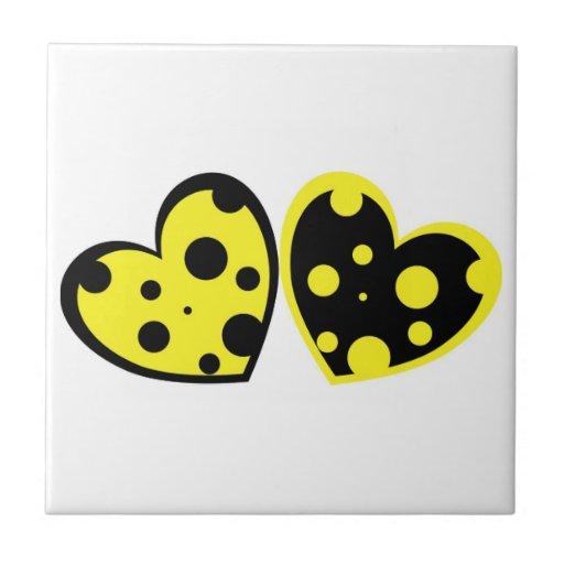 Azulejo amarelo e preto dos corações