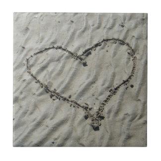 Azulejo do coração do banheiro da praia