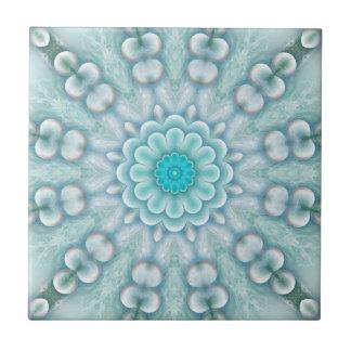 Azulejo geométrico do banheiro da fantasia feliz