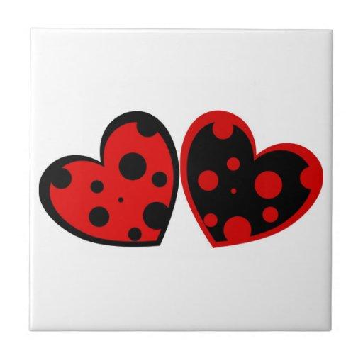 Azulejo vermelho e preto dos corações